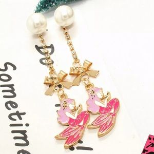 NWT•Betsey Mermaid pearl post dangle earrings
